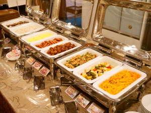 【朝食バイキング】 6:30~9:00 和洋のバイキングです。 八戸せんべい汁もご用意しております。