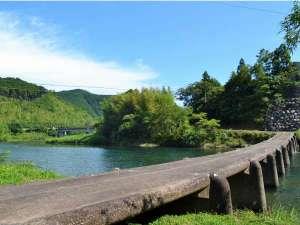 一斗俵沈下橋は有形文化財に登録された四万十川に現存する最も古い沈下橋です。