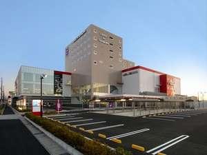 コロナワールド、4F~8Fがホテル。2Fには天然温泉、映画館があります。