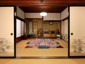 客室一例◆昔の造りがそのままですので、全ての客室が襖で仕切られた造りになってます。