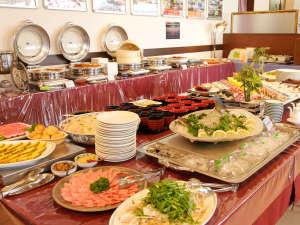 牡蠣や穴子など海の幸をふんだんに使用した夕食ビュッフェ