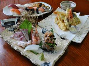鮮度が自慢のお造り盛り合わせ、上にぎり寿司、天婦羅などメニュー豊富なレストラン磯四季