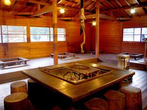 屋内で炭火焼いろりBBQが楽しめる敷地内施設【いろり】。要事前予約です★