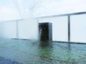 冬には雪を見ながらほっこりと温まる露天風呂【富良野温泉 紫彩の湯】