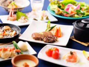 """*夕食一例/""""身体にやさしい""""をテーマに旬の食材をバランス良く使った創作料理。"""
