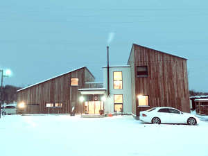 *外観/冬は真っ白な雪景色に囲まれます♪