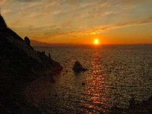 海側の客室露天風呂からは夕陽の感動的な景観を楽しむ事ができます。(5月~8月末迄)
