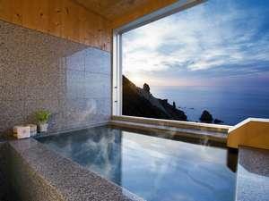 雄大な日本海を一望できる海側客室展望風呂