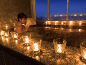 入浴時間を幻想的に演出するキャンドルの灯り