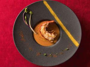 和のテイストを取り入れた懐石フレンチプランのスープ