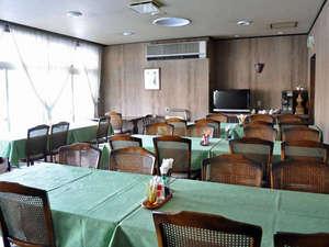 【レストラン】明るい雰囲気のレストランでくつろぎのひとときを。