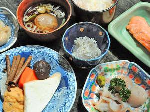 【夕食】温かい食事でおもてなし。
