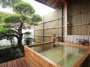 [露天風呂付き客室]ゆったりと庭園を眺めながら