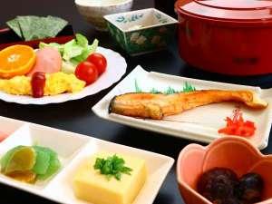 新鮮な食材を使用した朝食をお召し上がりください。