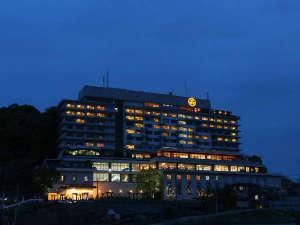 稲佐山の中腹に立つ長崎ホテル清風外観
