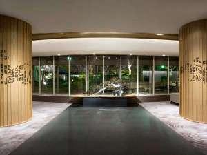 ロビー柱やカーペットには京の都を守護する四神をデザインしています。