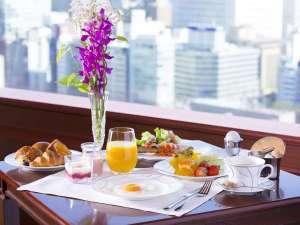 クラブラウンジでは、良質の食材にこだわった朝食をご提供いたします。