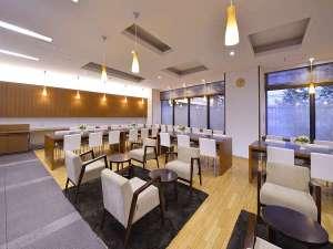1Fにあるラウンジ。朝は朝食会場として、日中は待ち合わなどにお使い下さい。(WIFI接続無料)