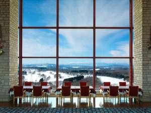 四季折々の景色を愉しめる最上階レストラン