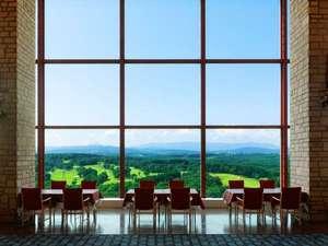 鮮やかな緑と青のコントラストが眩しい、最上階レストランからの眺め
