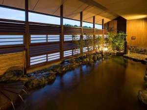 【大湯処~蒼雲~】露天風呂は源泉かけ流し。夕暮れ時は涼しい風は入ります。