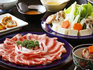 赤身の肉質は歯切れがよく、臭みもなく、噛むほどに旨みが広がります。