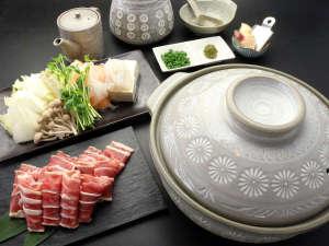 【カモ鍋】しっかりとした味の出汁とクセのない鴨肉がファンから熱い支持を受けております!