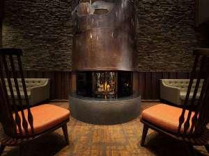 暖かな暖炉が北海道らしさを演出♪