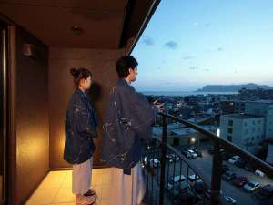 バルコニーから望む函館山と津軽海峡