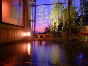 幻想的な景色と2つの良質な温泉をブレンドしたからこそ味わえる極上の温泉をお楽しみ下さい。(男湯)