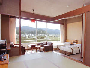 ■【和洋室】7.5畳+ツインベッド[37平米]<昼>