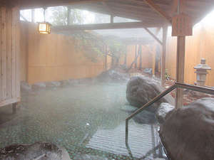 ■露天風呂(ご利用時間15:00~1:00/翌朝 4:00~9:00)