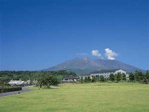 ★外観★波穏やかな錦江湾と雄大な桜島に囲まれた絶好のロケーション♪豊かな自然にココロもカラダも喜ぶ!