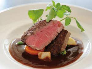 ★土佐和牛フィレステーキ★幻の和牛と言われる程の柔らかさ、お肉本来の赤みの旨みをご堪能いただけます。