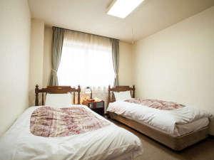 【ツインルーム一例】シモンズ製のベッドは寝心地抜群です!