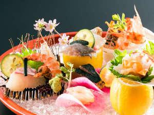 <瀬戸内の恵み>と<旬の輝き>を活かしたお料理の数々をお楽しみ下さいませ。