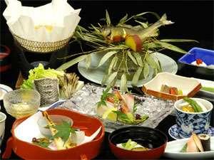 城崎温泉 ゆとうや旅館の地物の旬の味覚満載。料理長自慢のお料理一例