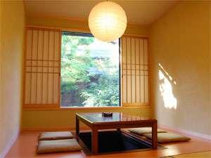 ゆとうや旅館 数寄屋造りの中にモダンさを取り入れた新館和室一例