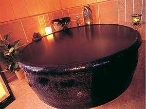 信楽焼製の湯船が特徴の貸切風呂