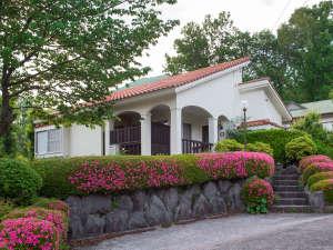 温泉付貸切別荘のカジュアルな休日アンビエント伊豆高原コテージ