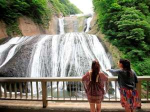 即効性のある恋愛のパワースポットのひとつ、日本三名瀑「袋田の滝」
