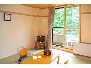 和室・窓から四季の景色を楽しめます。