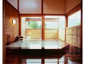 【離れ湯「代吉」】源泉かけ流し100%。強酸性の硫黄泉を檜の香りとともに
