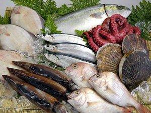 新鮮な魚介類♪直営鮮魚店からご用意!