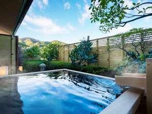 【露天風呂付き和室】4本の源泉をもつ界 伊東自慢の温泉を、客室でも贅沢に楽しめる客室です。