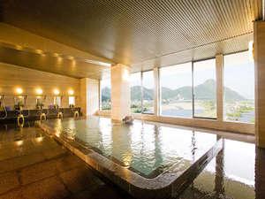 長良川や金華山が眺められる大浴場