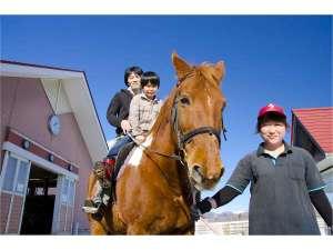 家族で乗馬はいかが♪