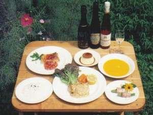 コース料理の一例です。ワインと共にどうぞ。