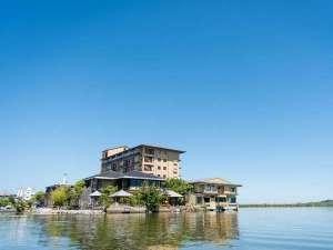 湖上に浮かぶ絶景の宿 はわい温泉 千年亭の画像