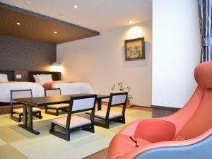 4F「鹿子」客室くつろぎ座椅子&テーブル、ベッドはシモンズベッドをご用意。